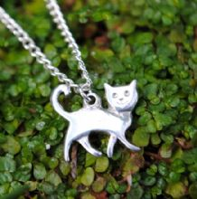 Small happy cat pendant P73